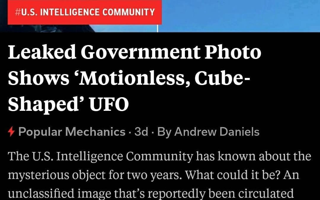 Cube shaped UFO photographed by a jet pilot over the Atlantic with his own cell phone in 2018.