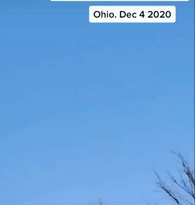 December 2020 UFO sighting from Ohio… Cloaked ship? Wormhole? Flock of Orbs? What do you think this sighting is? via: @alientainment